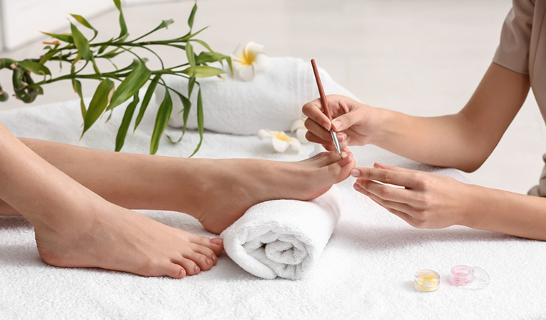 Home Treatments to Repair a Cracked Toenail!
